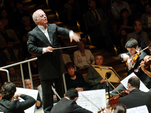 Daniel Barenboim and West-Eastern Divan Orchestra (Monika Rittershaus)