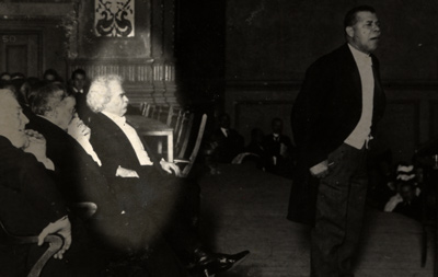 Mark Twain on stage with Booker T. Washington.